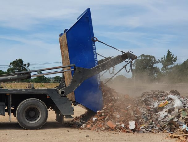 SALVATERRA alugamos contentores para todo o tipo de entulho e resíduos