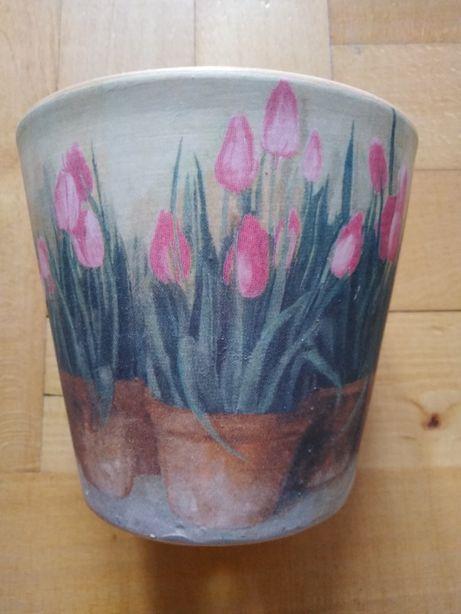 Ozdobna doniczka tulipany kwiaty