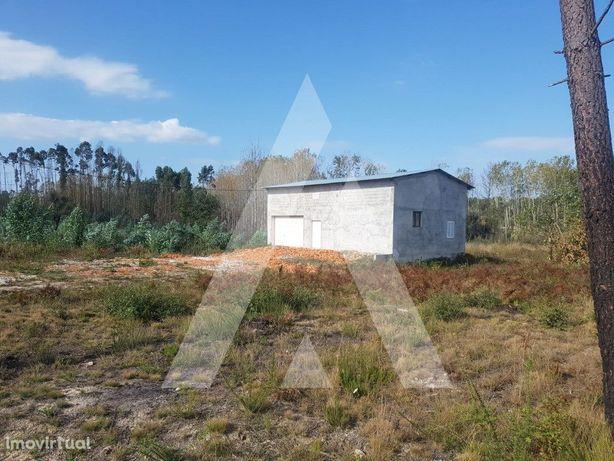 Terreno com frente de 49 m para construção em Sangalhos