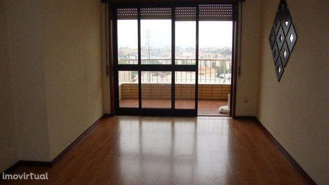 Apartamento T2 para arrendamento nas Devesas