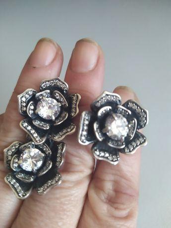 Набор серебряных изделий кольцо сережки . Вставка цирконий