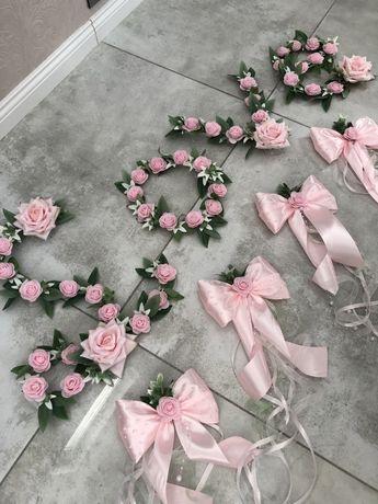 Dekoracje ślubne na samochód Napis LOVE kokardy Pudrowy róż