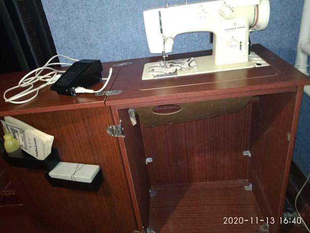 Продам швейную машинку Чайка 142 М.