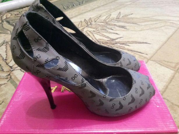 Красивые серые туфли с открытым носком на высоком каблуке 24,5 см (38)