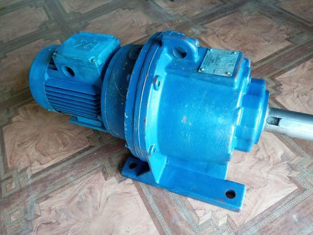 Мотор редуктор 4мп50 ( 12,5 об )