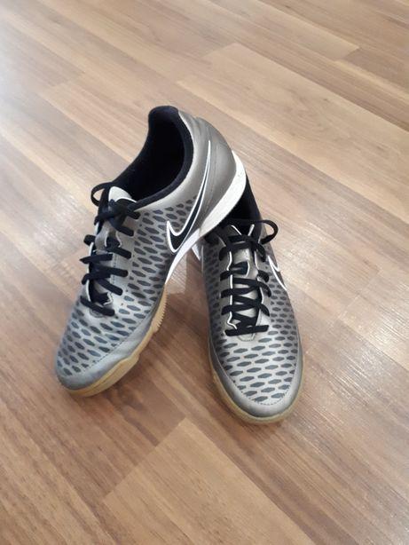 Обувь футзальная Nike оригинал