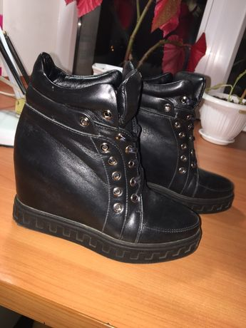 Кожаные ботинки Сникерсы