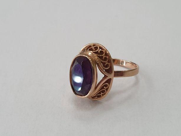 RETRO! Piękny złoty pierścionek/ 585/ 4.1 gram/ R15/ fioletowe ocz