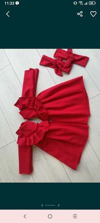 Czerwona sukienka z falbana 92