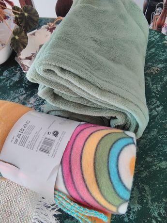 Vendo duas lindas e quentinhas mantas polar,uma com motivos de criança
