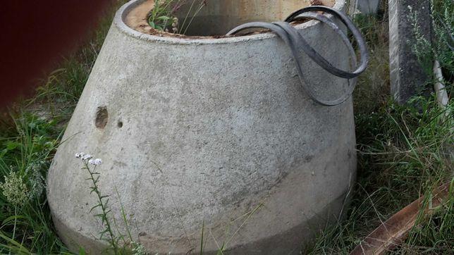 Krąg betonowy stożkowy z pokrywą - oddam za darmo
