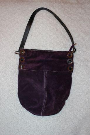 Torebka zamszowa typu worek jak nowa w kolorze bakłażana do sprzedania