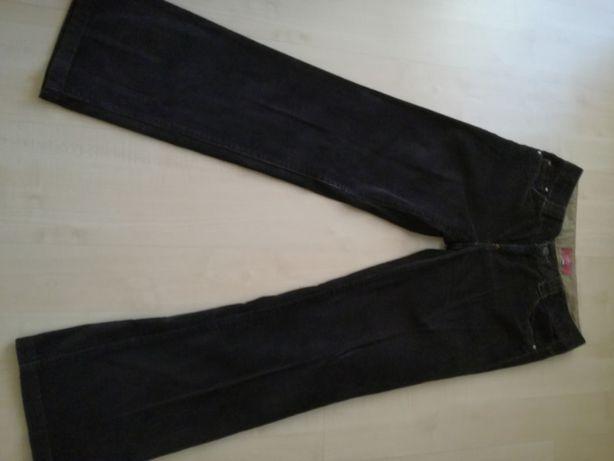 spodnie sztruksy rozmiar M w czarny kolorze