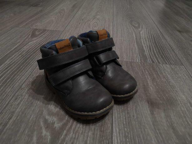 Buty chłopięce rozm.25
