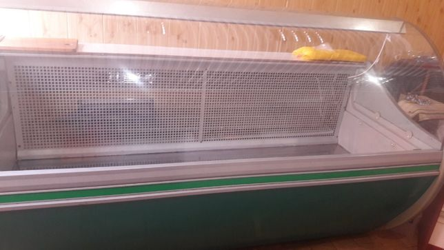 Продам холодильну вітрину 1.80м