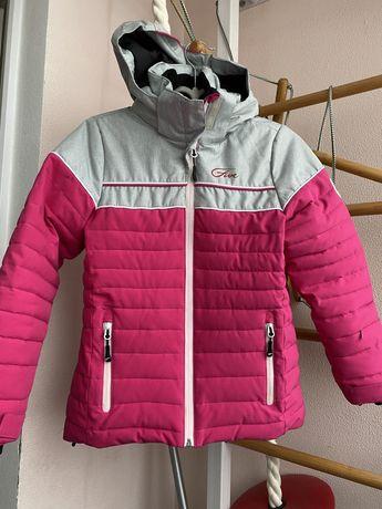 Курточка лыжная зимняя на девочку 9-10 лет .