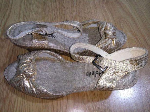 Sandálias Douradas: Tam 39 - Novas
