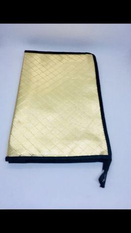 Итальянская брендовая косметичка сумочка золотая на молнии