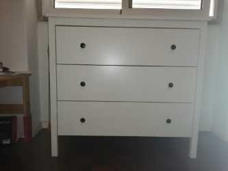 Cómoda branca IKEA