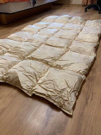 Продам перину-одеяло 120*180 , новое, обтянутое шелковой тканью