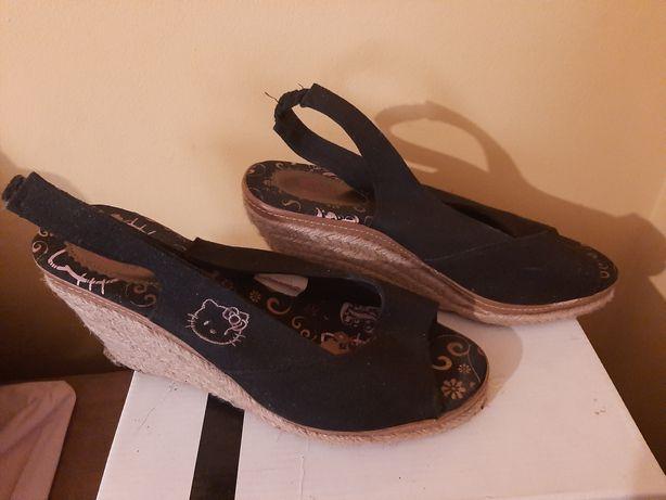 Sandálias de cunha tamanho 40 da HelloKittie