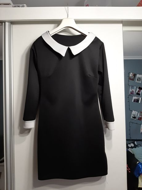 Elegancka czarna sukienka z białym kołnierzykiem i mankietami. XS-S