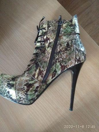 Ботинки- женские,фирменные, кожа