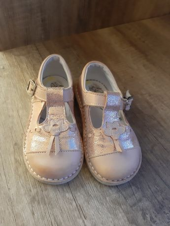 Туфельки-сандалики