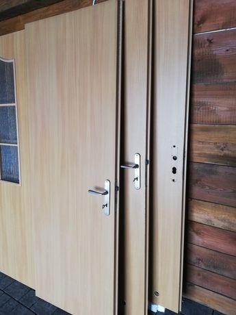 Drzwi.          .