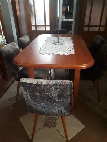Rozkładany Stół plus 6 krzeseł patyczaków z obiciem