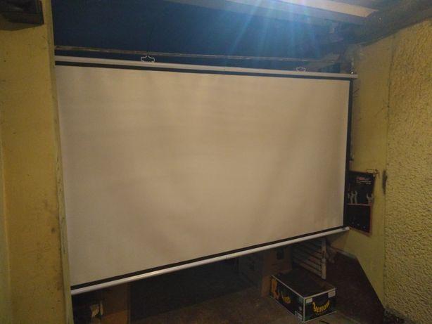 Ekran do kina domowego projektora