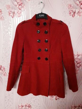 Красное Весеннее пальто
