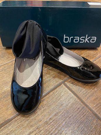 Кожаные лаковые туфли Clark's для девочки