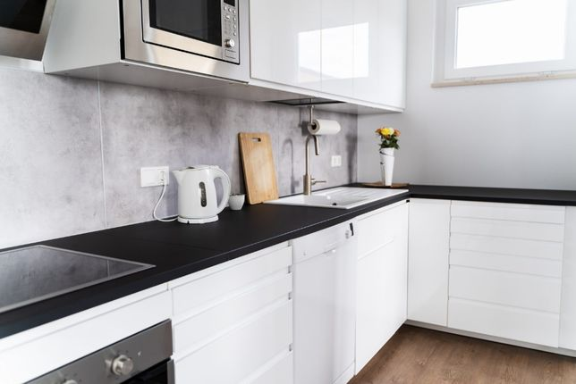 Meble Na Wymiar – Kuchnie, szafy.