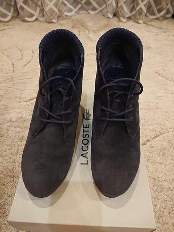 Ботинки на тонкетке Lacoste