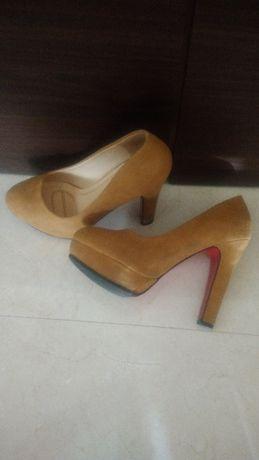 Sapatos de senhora salto alto