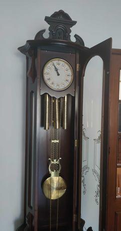 Móvel com Relógio