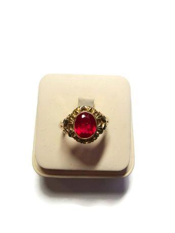 Wyrób jubilerski- Złoty pierścionek z kamieniem 585/5,87g