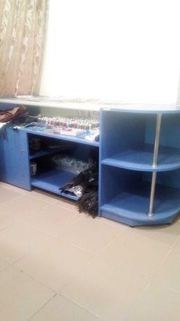 Продам мебель для торговли в хорошем состоянии.