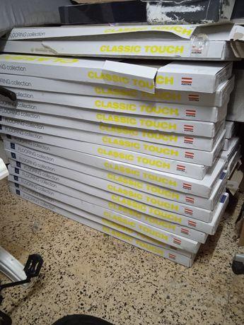 Chão flutuante 28 caixas de 8 peças em cada caixas