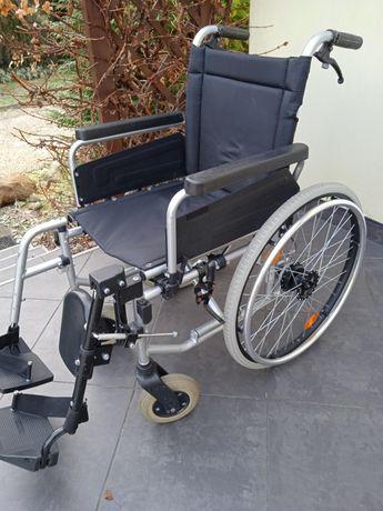 Wózek inwalidzki z dodatkową podporą