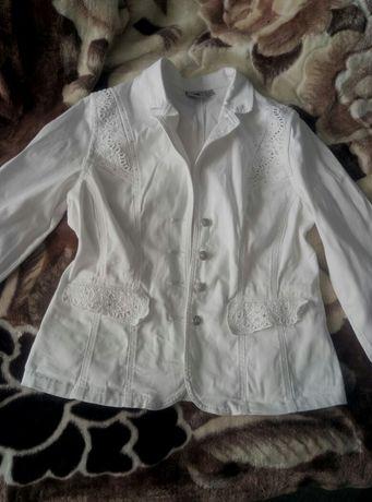 Продам красивый белый джинсовый пиджак Lafei nier