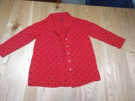 Czerwona koszula w kropki