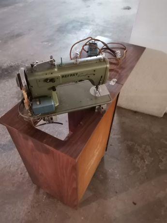 Móvel com maquina costura Refrey