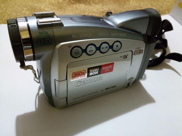 Видеокамера Canon MV 700