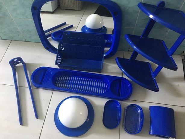 Komplet akcesoriów łazienkowych lustro półki wiszące mydelniczki