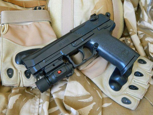 Игрушечный пистолет Beretta 92 на пластиковых шариках с фонариком