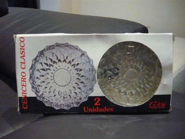 Conjunto de 2 cinzeiros em vidro