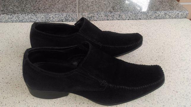 Хорошие стильные мужские замшевые туфли.