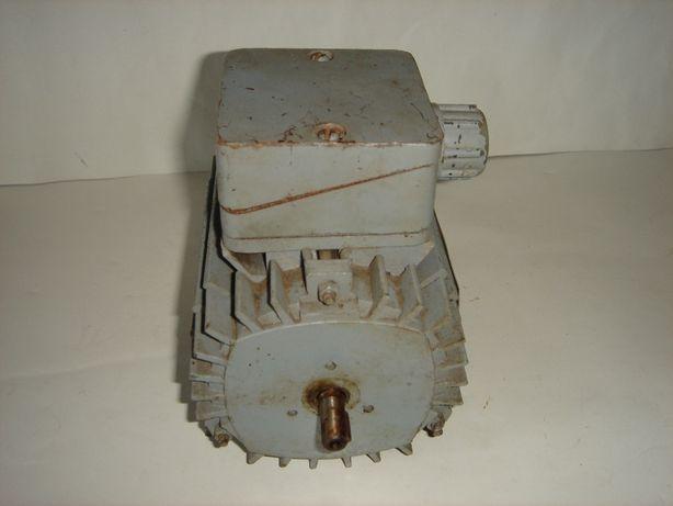 Электродвигатель асинхронный 4АА 50А2. СССР.